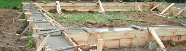 Фундамент бревенчатого дома -фото