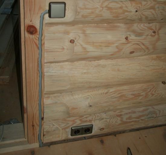 Скрытая проводка в срубе дома -фото