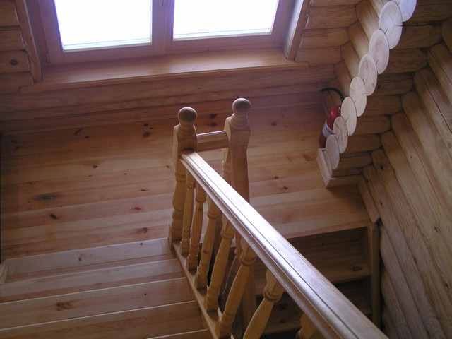 Бревенчатая баня, лестница-фото1
