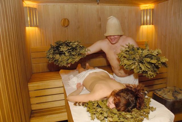 Русская бревенчатая баня изнутри - фото