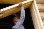 Когда можно ставить окна и двери в бревенчатом доме?